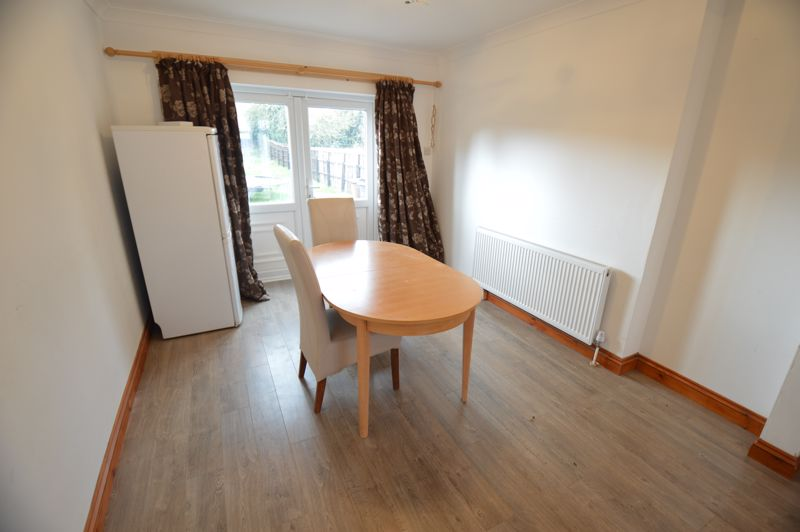 3 bedroom Mid Terrace to buy in Shelley Road, Luton - Photo 3