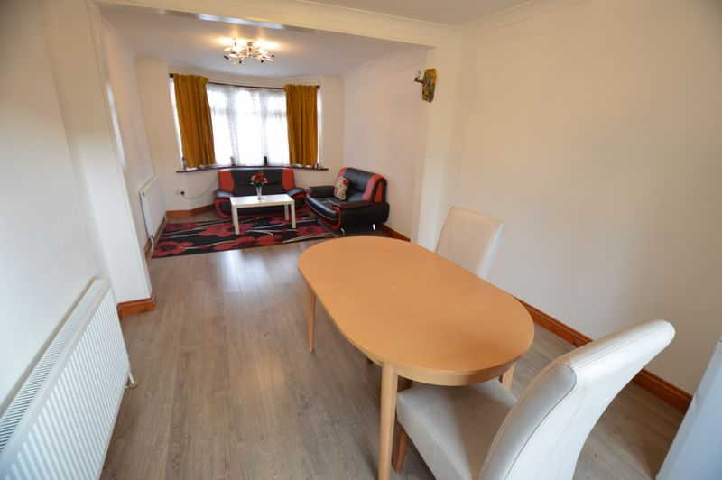 3 bedroom Mid Terrace to buy in Shelley Road, Luton - Photo 4