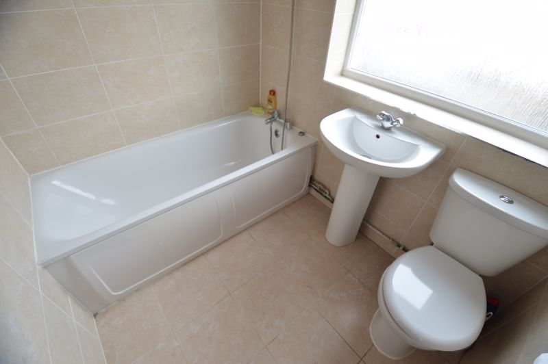 3 bedroom Mid Terrace to buy in Shelley Road, Luton - Photo 8