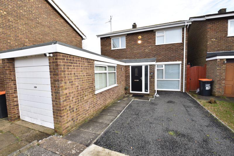 4 bedroom Detached  to buy in Allen Close, Dunstable