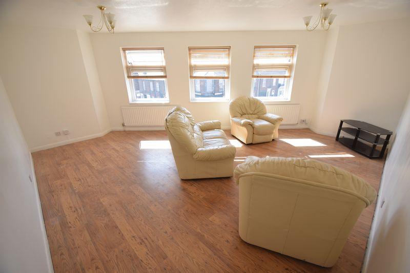 1 bedroom Flat to rent in Wellington Street, Luton - Photo 2