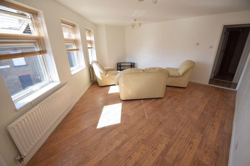1 bedroom Flat to rent in Wellington Street, Luton - Photo 3
