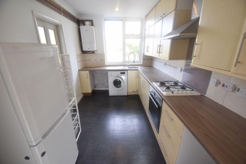 2 bedroom Semi-Detached  to rent in Cowper Street, Luton - Photo 8