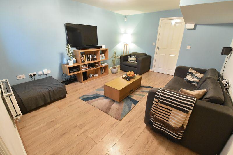 3 bedroom  to buy in Guardian Way, Luton - Photo 7