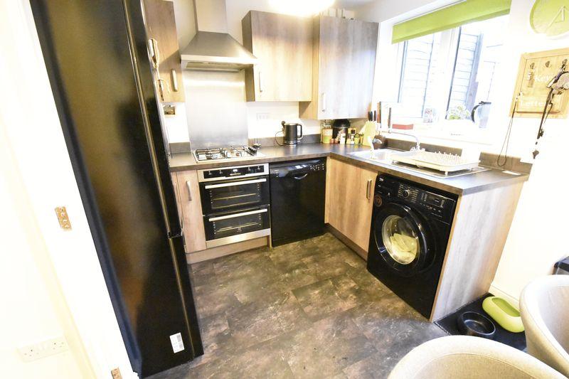3 bedroom  to buy in Guardian Way, Luton - Photo 10