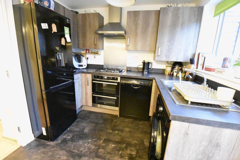 3 bedroom  to buy in Guardian Way, Luton - Photo 11