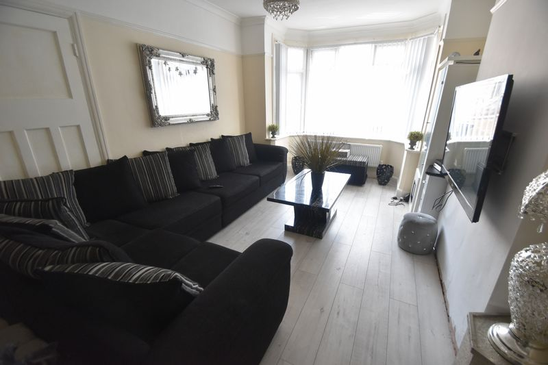 5 bedroom Bungalow to buy in Atherstone Road, Luton - Photo 1