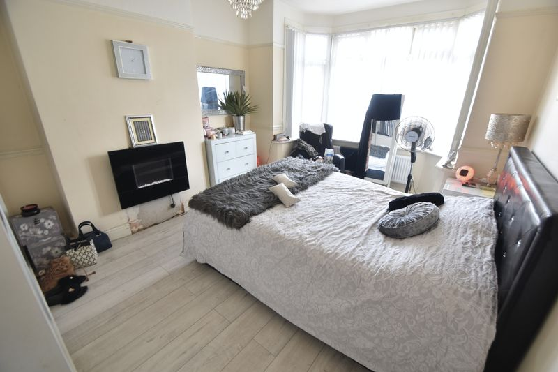 5 bedroom Bungalow to buy in Atherstone Road, Luton - Photo 4