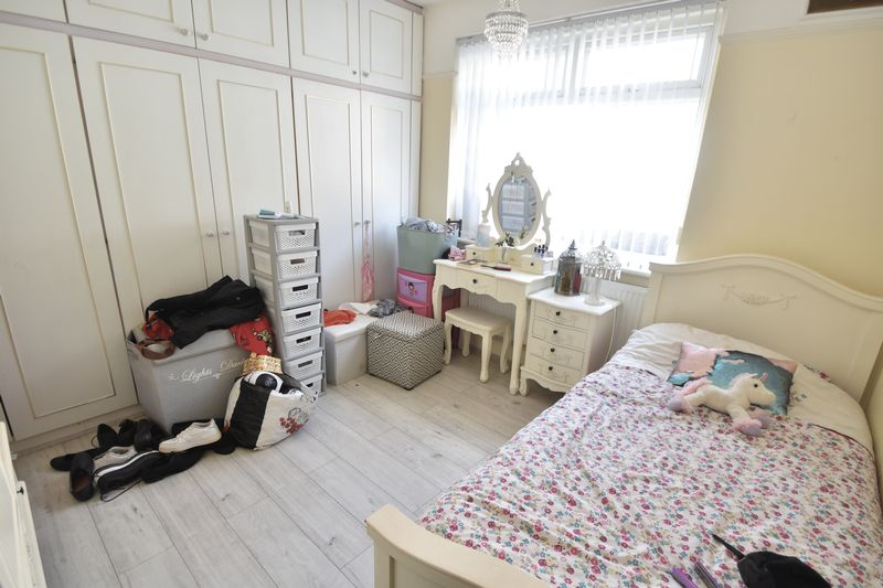 5 bedroom Bungalow to buy in Atherstone Road, Luton - Photo 5