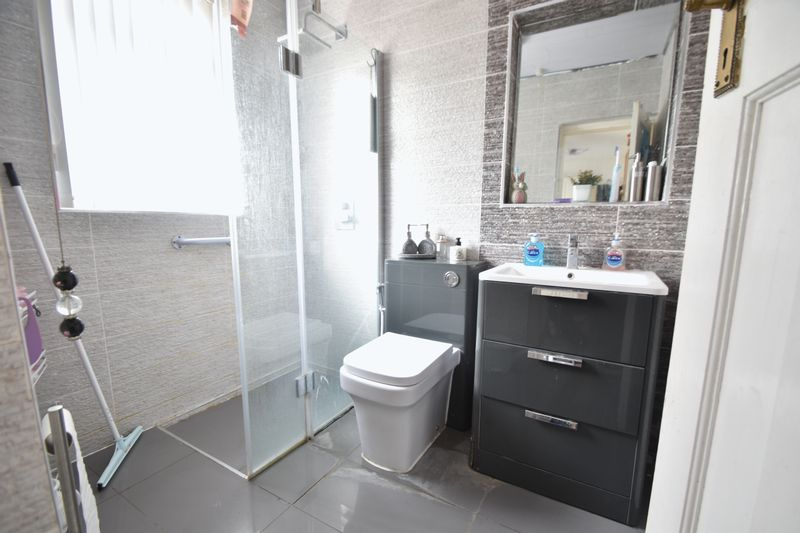 5 bedroom Bungalow to buy in Atherstone Road, Luton - Photo 7