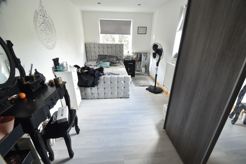 5 bedroom Bungalow to buy in Atherstone Road, Luton - Photo 10