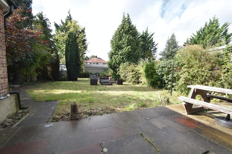 5 bedroom Bungalow to buy in Atherstone Road, Luton - Photo 12