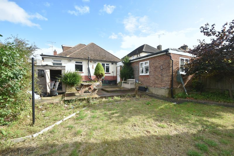 5 bedroom Bungalow to buy in Atherstone Road, Luton - Photo 13