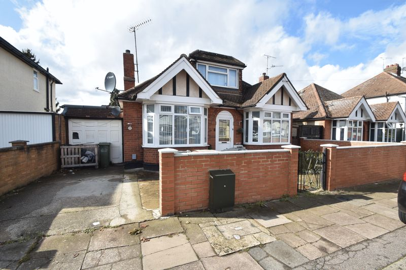 5 bedroom Bungalow to buy in Atherstone Road, Luton - Photo 15