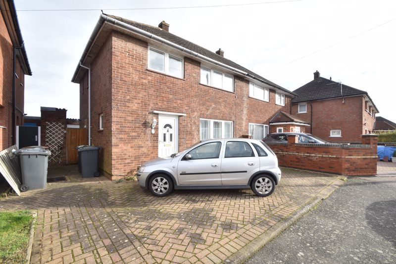 3 bedroom Semi-Detached  to buy in Hillcroft Close, Luton
