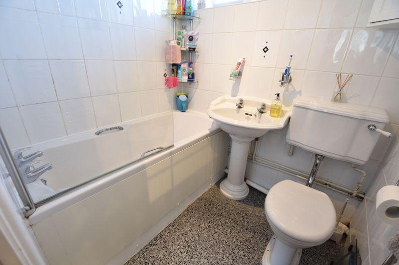 2 bedroom  to buy in Telscombe Way, Luton - Photo 8