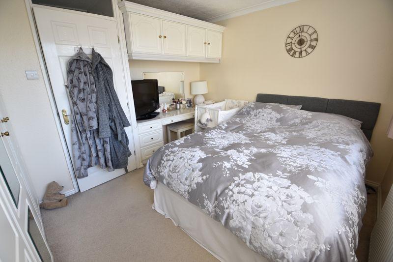 2 bedroom  to buy in Telscombe Way, Luton - Photo 9