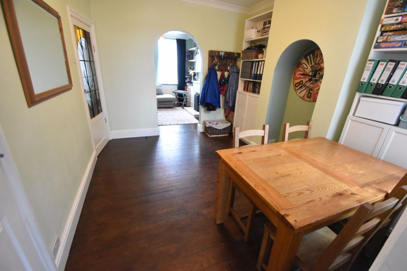3 bedroom Mid Terrace to buy in Gardenia Avenue, Luton - Photo 4