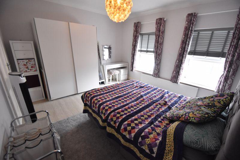 3 bedroom Mid Terrace to buy in Gardenia Avenue, Luton - Photo 7