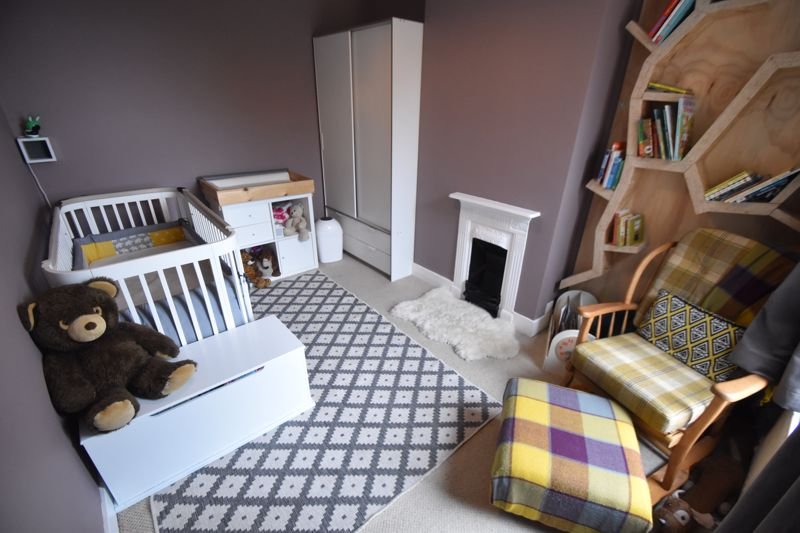 3 bedroom Mid Terrace to buy in Gardenia Avenue, Luton - Photo 8