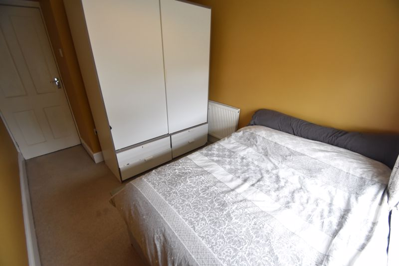 3 bedroom Mid Terrace to buy in Gardenia Avenue, Luton - Photo 9