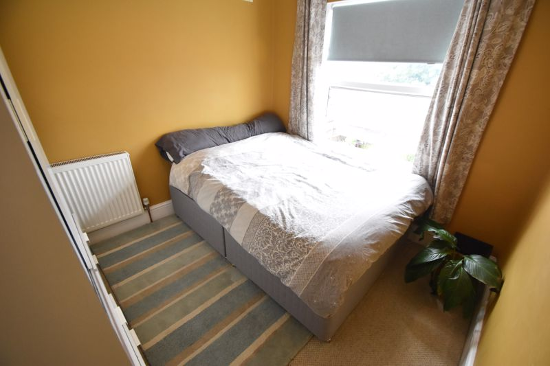 3 bedroom Mid Terrace to buy in Gardenia Avenue, Luton - Photo 10
