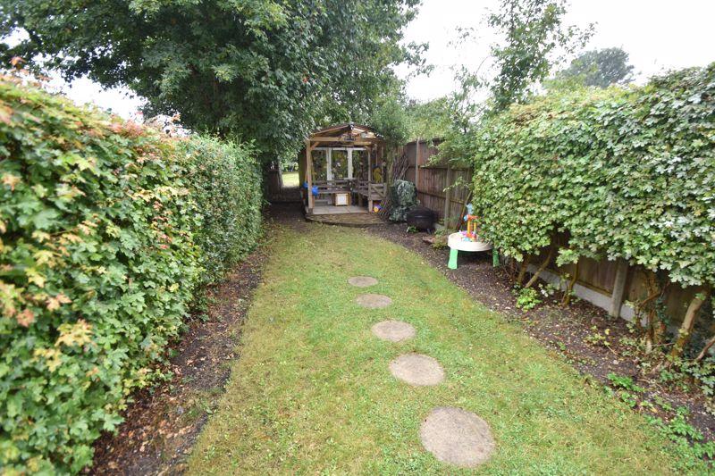 3 bedroom Mid Terrace to buy in Gardenia Avenue, Luton - Photo 13