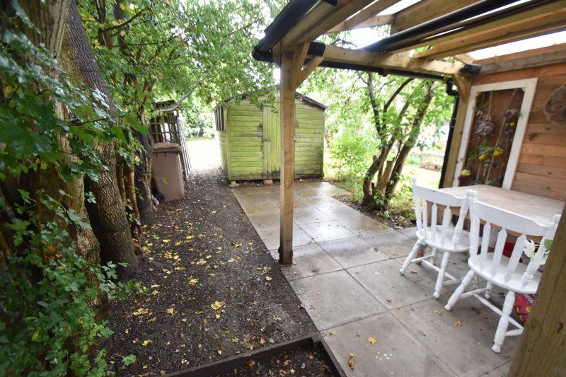 3 bedroom Mid Terrace to buy in Gardenia Avenue, Luton - Photo 14