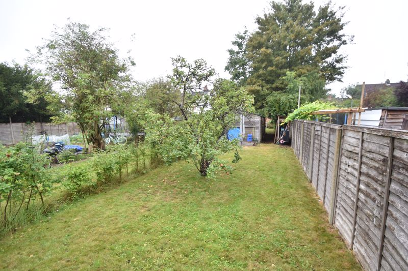3 bedroom Mid Terrace to buy in Gardenia Avenue, Luton - Photo 16