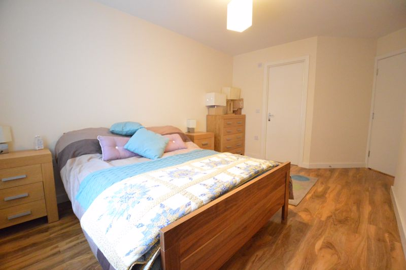 2 bedroom Apartment / Studio to buy in Holly Street, Luton - Photo 2