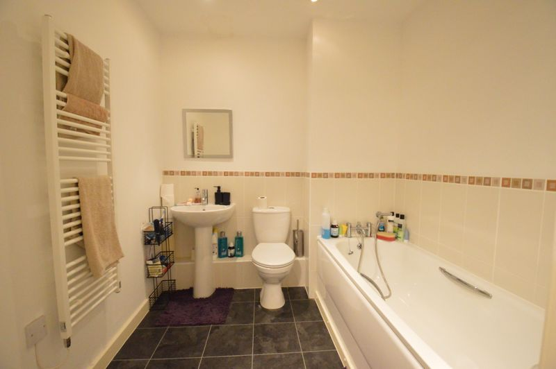 2 bedroom Apartment / Studio to buy in Holly Street, Luton - Photo 6