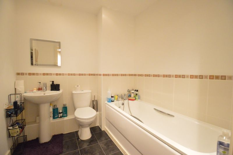 2 bedroom Apartment / Studio to buy in Holly Street, Luton - Photo 7
