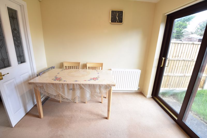 3 bedroom Semi-Detached  to buy in Dexter Close, Luton - Photo 3