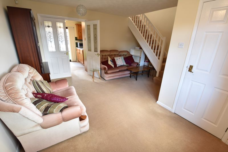 3 bedroom Semi-Detached  to buy in Dexter Close, Luton - Photo 4