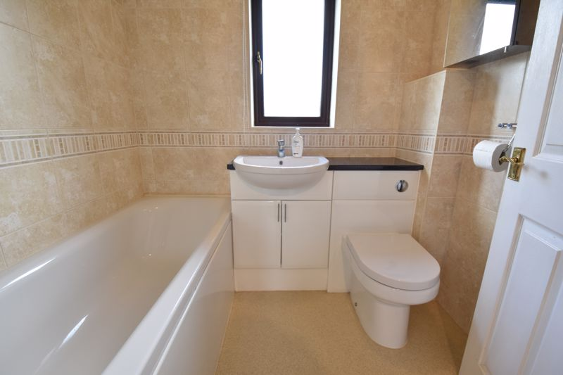 3 bedroom Semi-Detached  to buy in Dexter Close, Luton - Photo 9