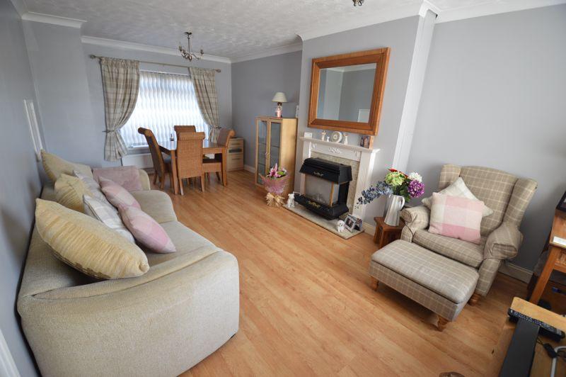 3 bedroom Mid Terrace to buy in Beadlow Road, Luton - Photo 2