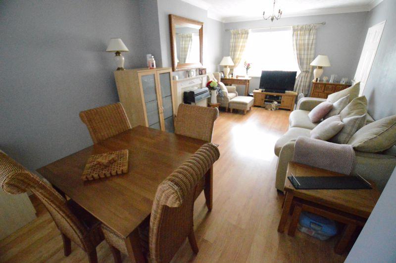 3 bedroom Mid Terrace to buy in Beadlow Road, Luton - Photo 3