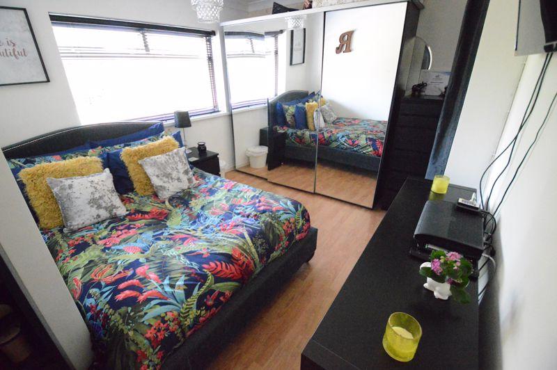 3 bedroom Mid Terrace to buy in Beadlow Road, Luton - Photo 7