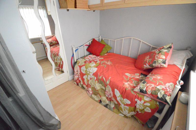 3 bedroom Mid Terrace to buy in Beadlow Road, Luton - Photo 8