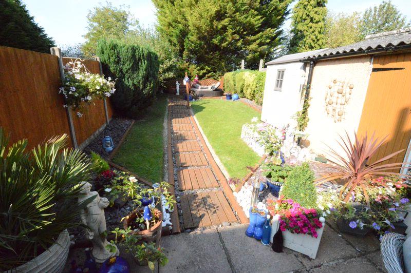 3 bedroom Mid Terrace to buy in Beadlow Road, Luton - Photo 12
