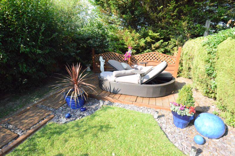3 bedroom Mid Terrace to buy in Beadlow Road, Luton - Photo 13