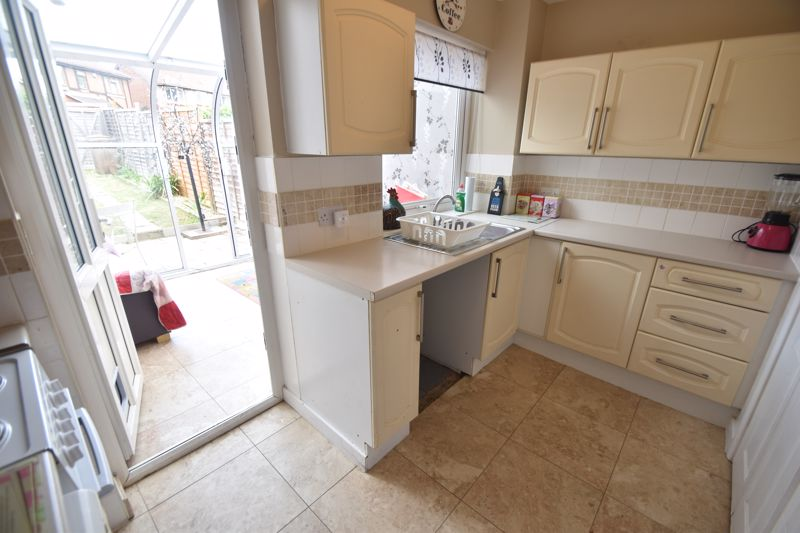 2 bedroom Mid Terrace to buy in Pytchley Close, Luton - Photo 2