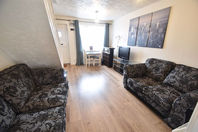 2 bedroom Mid Terrace to buy in Pytchley Close, Luton - Photo 4