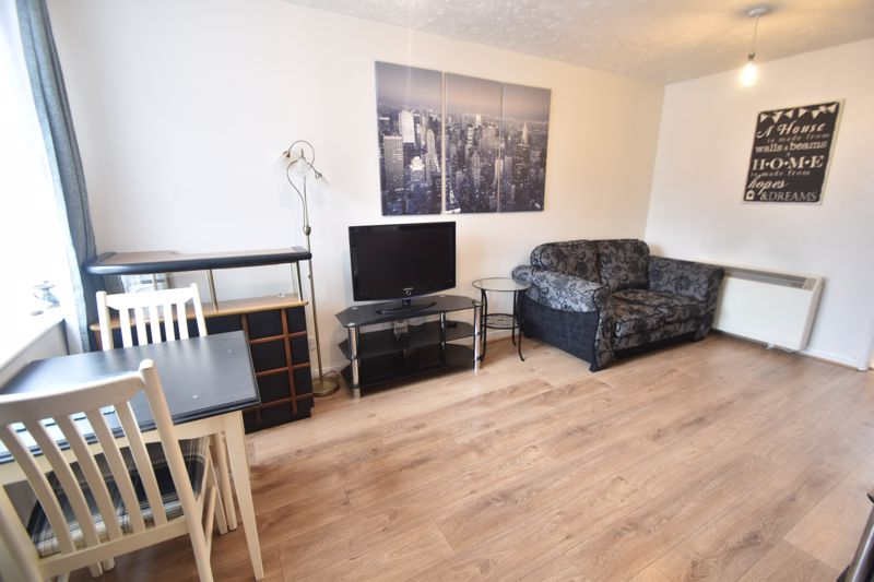 2 bedroom Mid Terrace to buy in Pytchley Close, Luton - Photo 5