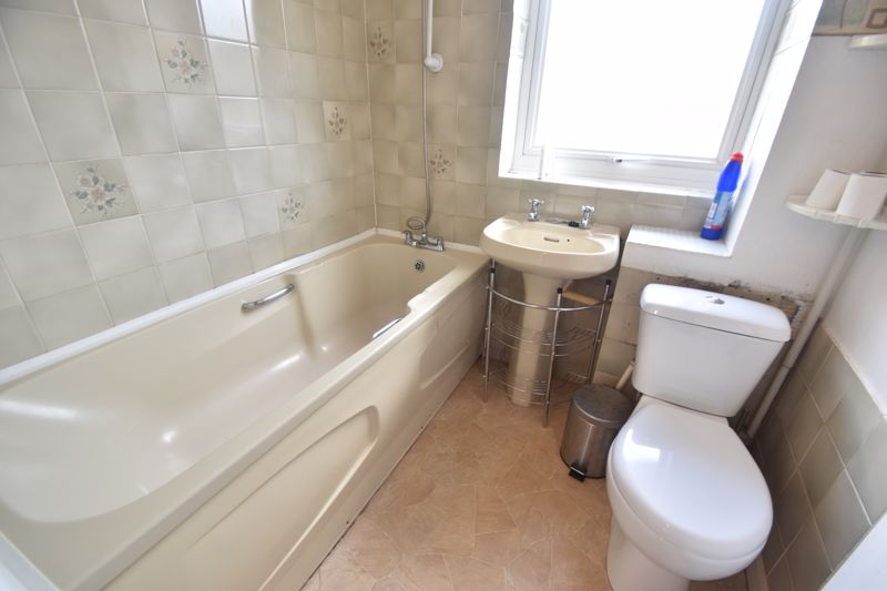 2 bedroom Mid Terrace to buy in Pytchley Close, Luton - Photo 6