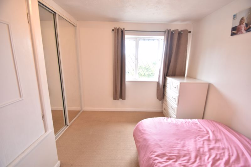 2 bedroom Mid Terrace to buy in Pytchley Close, Luton - Photo 7