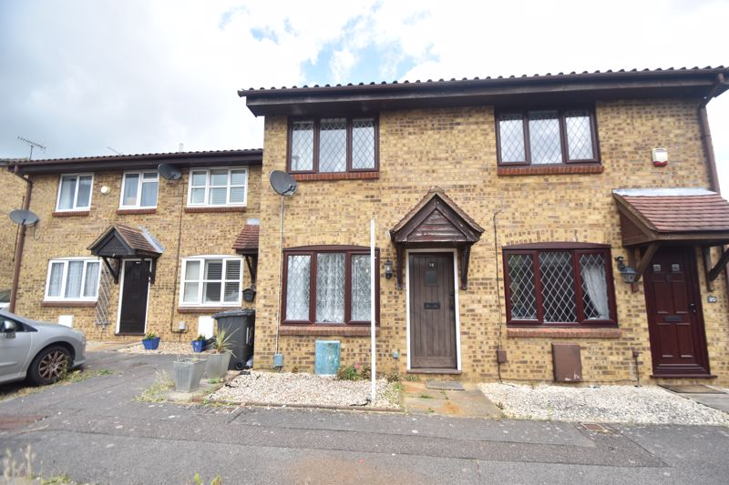2 bedroom Mid Terrace to buy in Pytchley Close, Luton