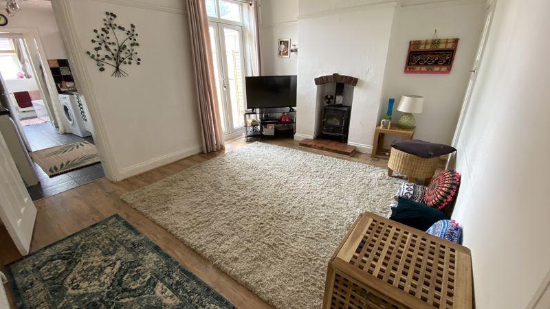 2 bedroom Mid Terrace to buy in St. Monicas Avenue, Luton - Photo 3