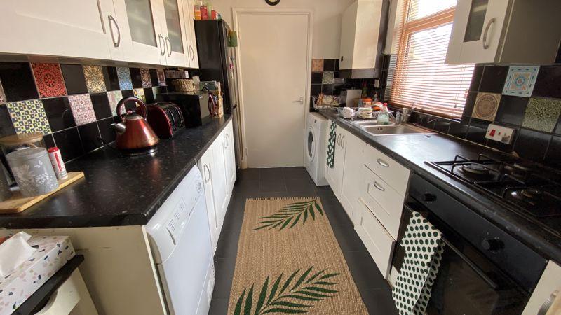 2 bedroom Mid Terrace to buy in St. Monicas Avenue, Luton - Photo 4