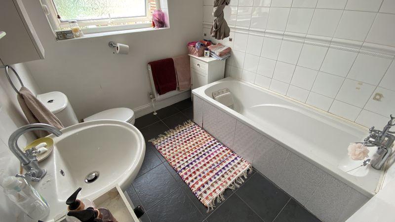 2 bedroom Mid Terrace to buy in St. Monicas Avenue, Luton - Photo 5